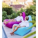 TRAVEL Lounger inflates with a phone